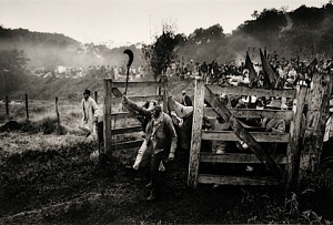 takeover-by-landless-peasants-sebastiao-salgado