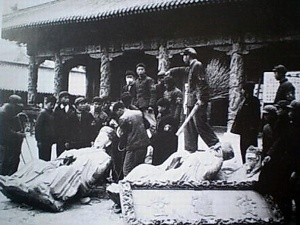red.guards. temple of Confucius .Shandong.cultural artifacts. paintings. graves destroyed
