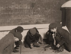 lewis hine- newsies playing craps