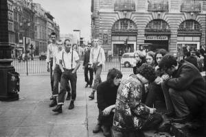 skinheads-Piccadilly. hippy hunting