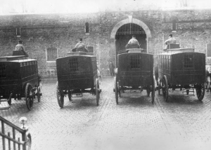 police wagons-black mariahs- Fresnes1895