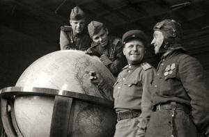 soviets.hitler's.glob.1945