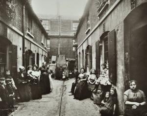 Slum-london1919