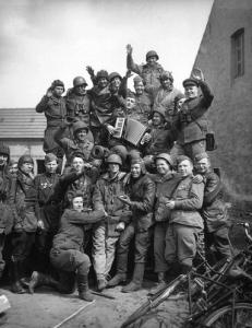 american-soviet.troops1945