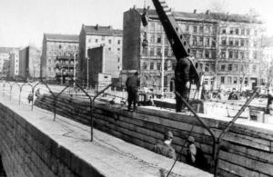 construct.berlinWall.1960s