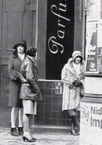 1920's Berlin streetwalk
